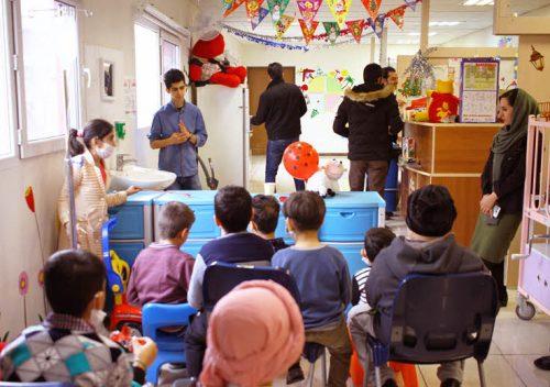 جشن تولد بچه های متولد اسفند در بخش شیمی درمانی انستیتو کانسر ایران برگزار شد + تصاویر