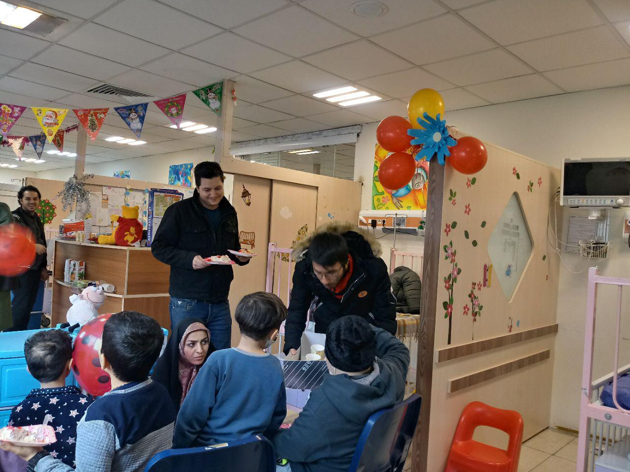 جشن تولد بچه های متولد اسفند دربخش شیمی درمانی انستیتو کانسر ایران